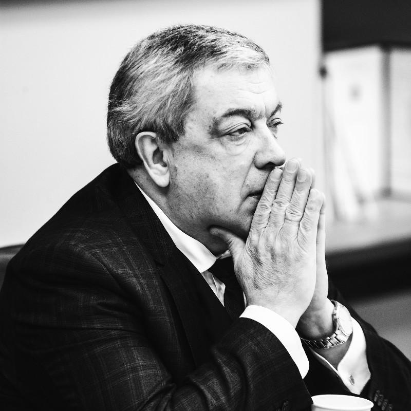 Виктор Бобков, Круглый стол